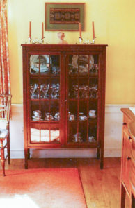 dr-1970s-glass_cabinet